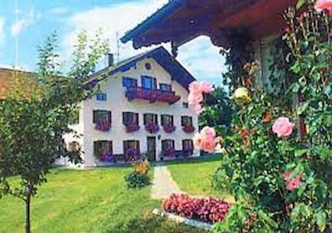 Urlaub auf dem Bauernhof (A8 Salzburg). - Surberg - Huis