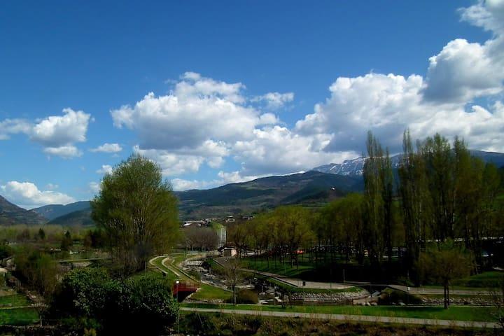 Room Cadí with amazing views. Casa Catharina, B&B. - La Seu d'Urgell - B&B