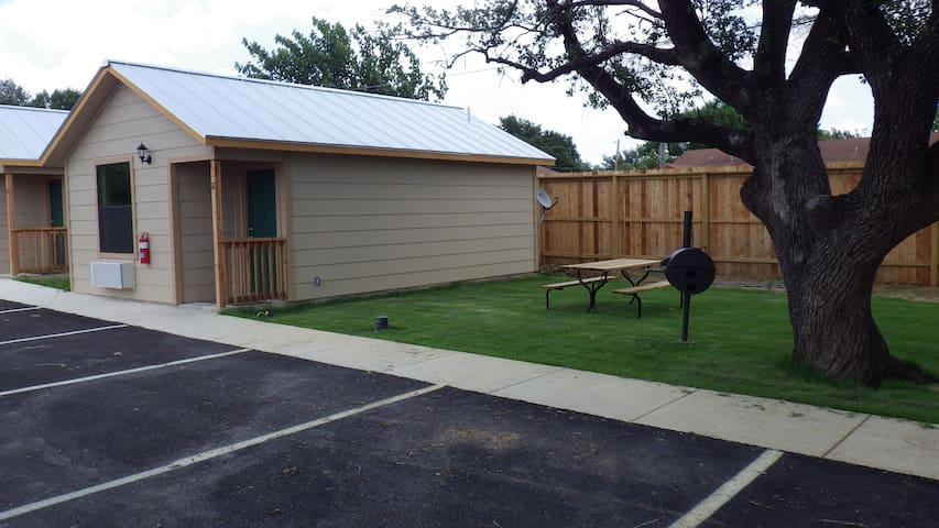 Your own spacious cabin - Pleasanton - Houten huisje