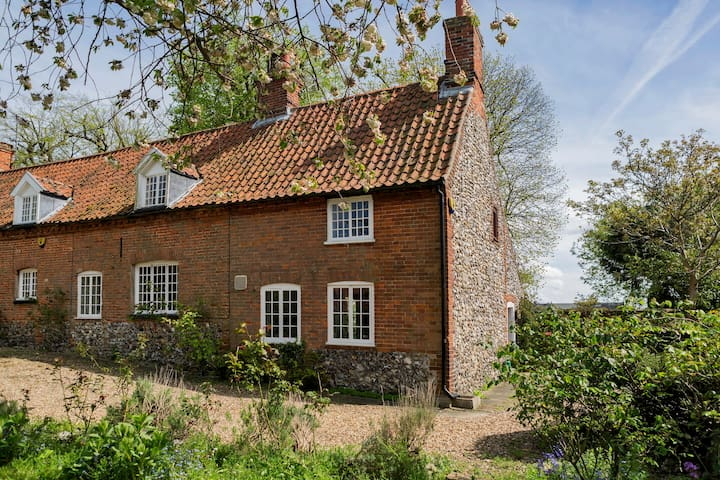 Lovely Cottage in Centre of Village - Castle Acre - Huis