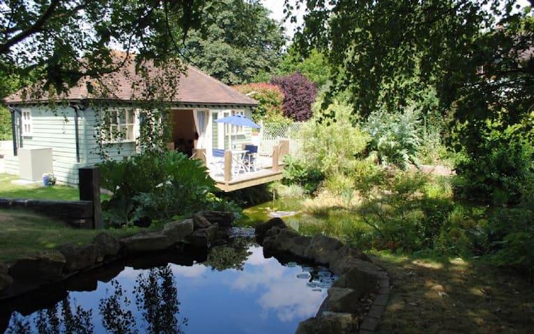 The Boat House Retreat - Eastergate - Houten huisje