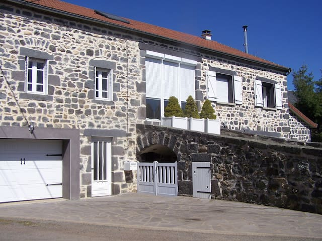 Flat at the foot of the Puy de Dome - Mazaye