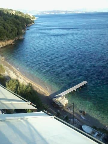 appartment-6 pers. next to the sea - barbati-glyfa - Leilighet