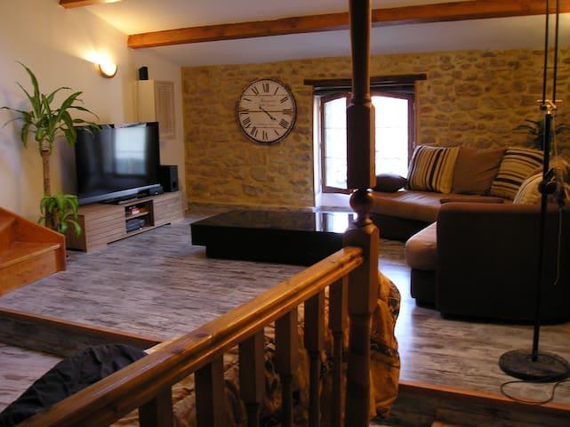 Maison de Village proche d'Avignon - Sorgues - Radhus