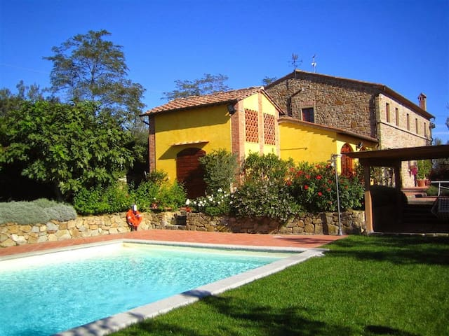 Ancient former barn with private garden and pool - Capraia E Limite - Huis