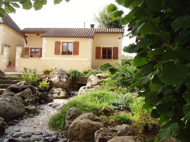 Gite du Lac beausoleil - Campsegret - Hus