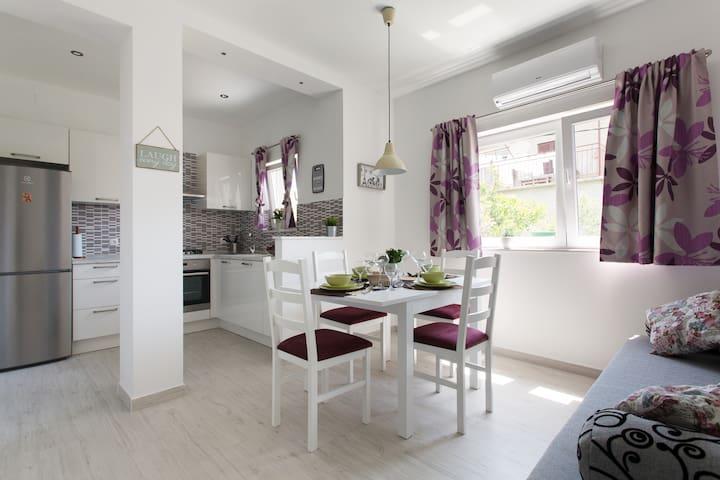 New & modern with green garden - Kaštel Lukšić - アパート