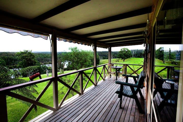 Biddies cottage on rural farm - Nelligen - Blockhütte