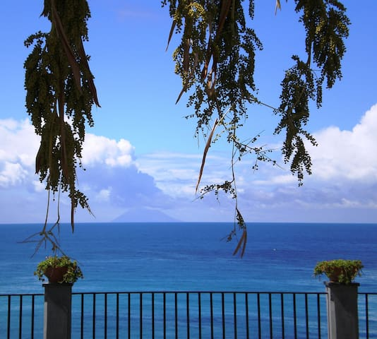 Sea-view apartment in centre Tropea - Tropea - Huis