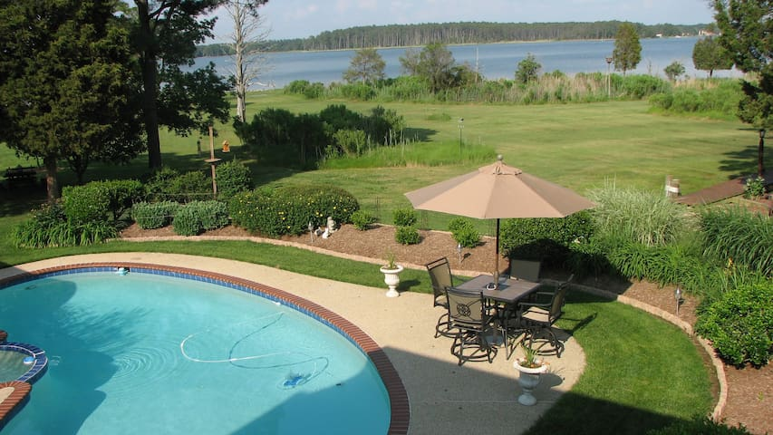 Quiet Waterfront Carriage House - Woolford - Huis