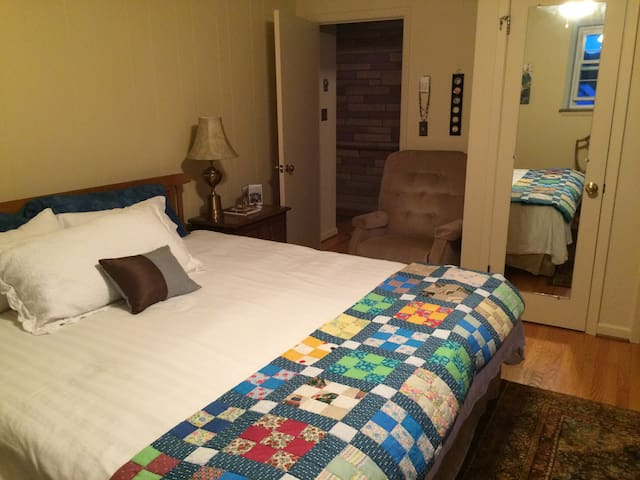The Buttercup Room - Bluefield - Casa