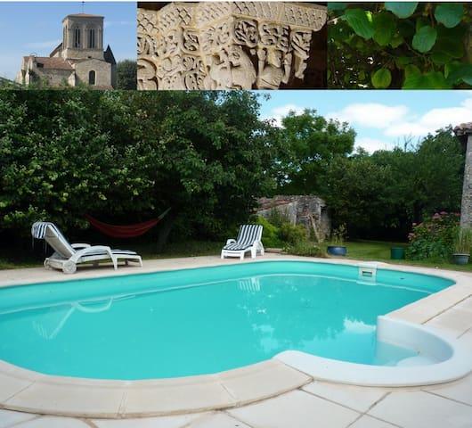 Gîte avec piscine en Saintonge - Montpellier-de-Médillan