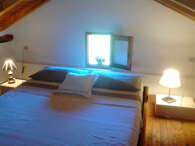 App.to mansardato/Lovely attic flat - Cremolino - Huis