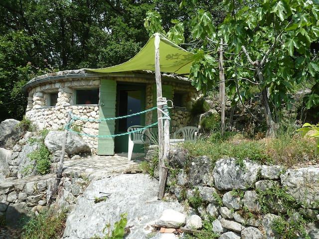 Originale maisonnette en pierre - Saint-Jeannet - House