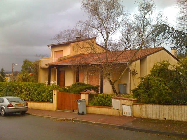 Villa d'architecte dans un parc arboré - Auzeville-Tolosane - Maison