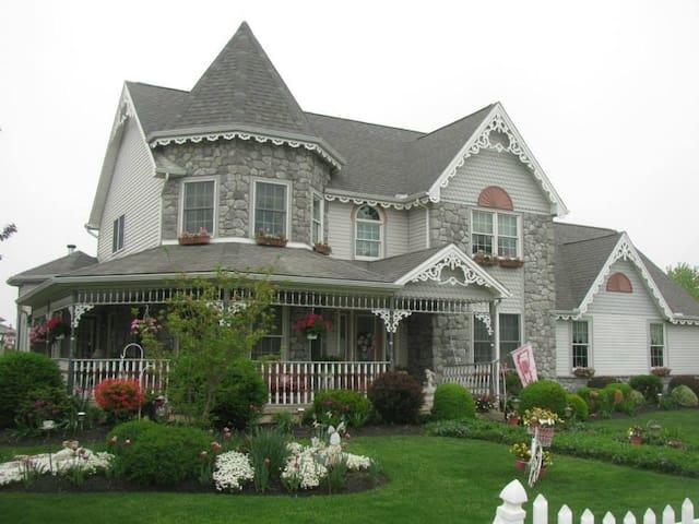 Victorian Elegance - Mechanicsburg - Hus