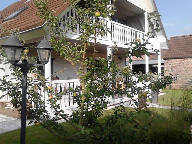 Sfeervol houten huis met veranda - Rilland - Vila