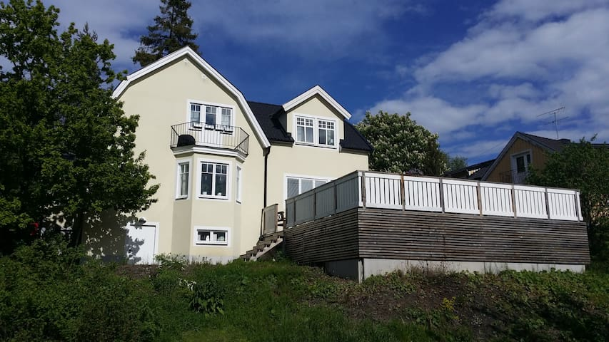 Nice house , 8 - 12 min from city - Huddinge - Casa
