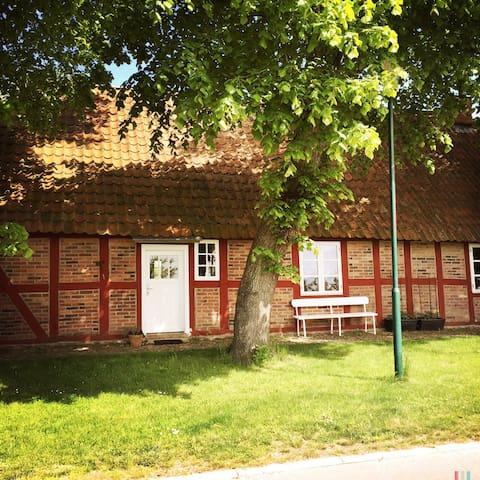 Charmante Wohnung am Saaler Bodden - Saal, Ortsteil Hessenburg - Дом