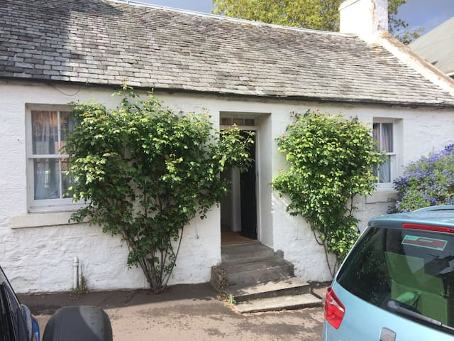 Charming 1820s cottage in the city - Edinburgh