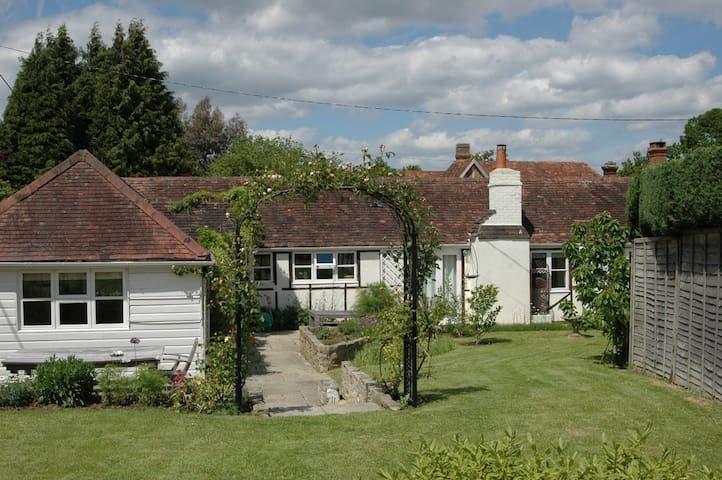 Charming cottage in W Sussex - Near Petworth - Casa
