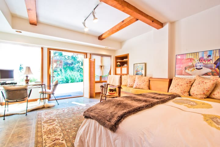 Shore's Vacation Studio - Topanga Canyon