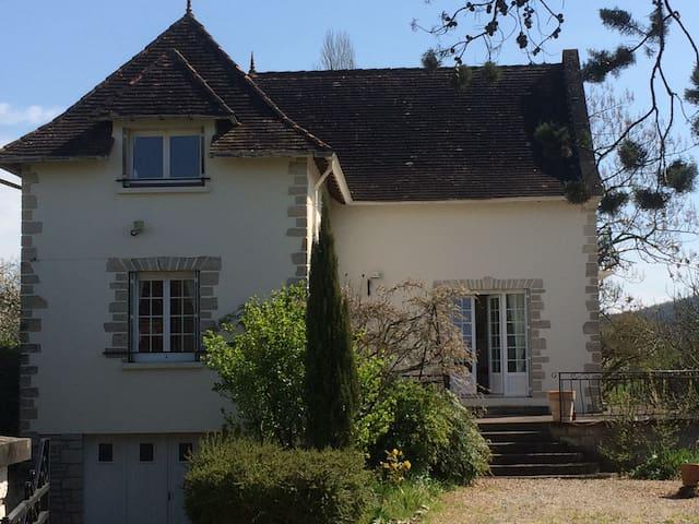 Villa entièrement rénovée au calme - Cazoulès