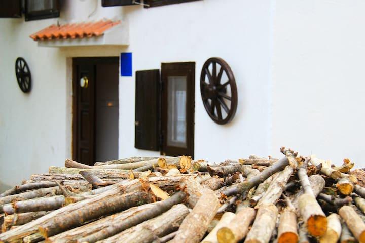 Traditional Istrian House (3-4 pax) - Boljevići - Ev