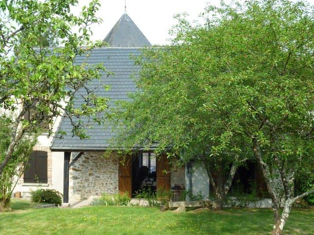Maison de campagne+ jardin au calme - Corfélix - Huis
