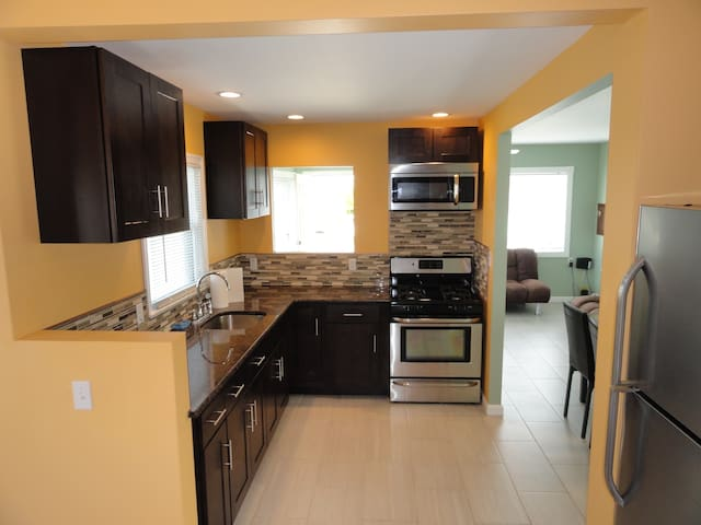 Newly Renovated-2 BR 1 BA House - Seaside Heights - Hus