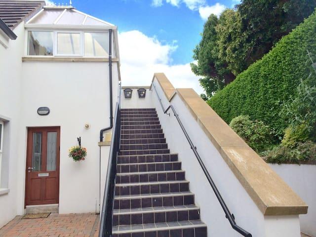 luxury apartment - mountains & sea - Newcastle