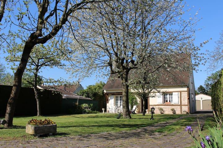 RUSTIC NORMAN HOUSE NEAR PARIS - Franconville