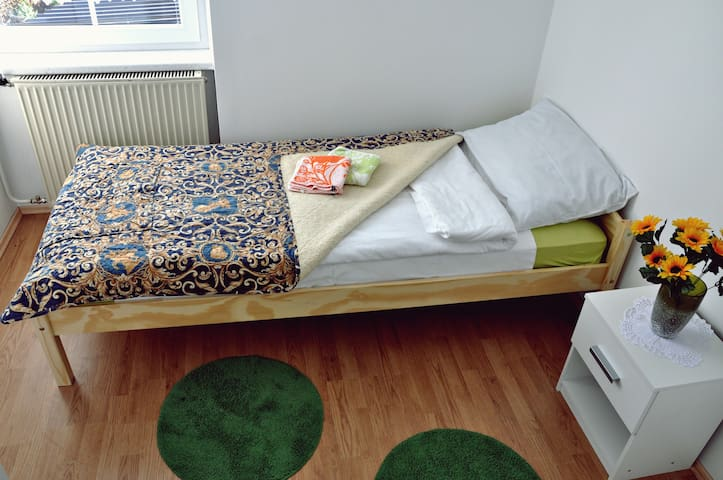 Room 4 (single room with common bathroom) - Žirovnica - Bed & Breakfast