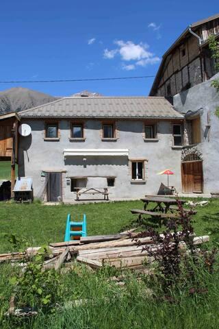 Proche Barcelonnette, maison à Lans - Jausiers - Haus