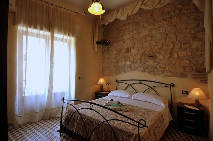 Room Between Rome-Naples (R.Oreste) - Ausonia