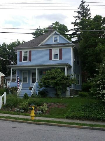 Cozy private room share yard. - Ossining - Hus