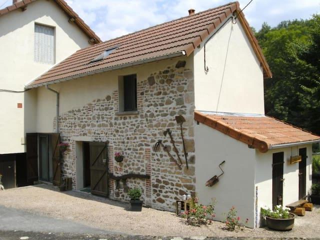 Gîte, rustig, bosrijk, met zwembad ADULTS ONLY - Le Breuil - Ev