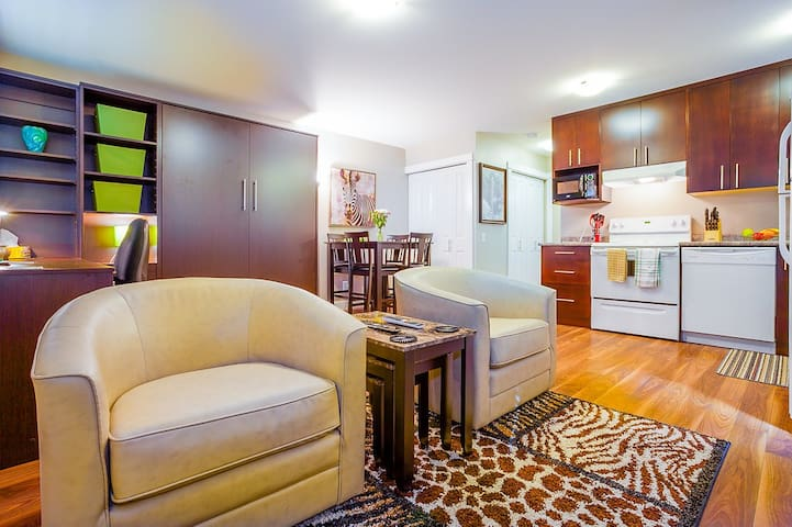 New, swanky bachelor suite - Victoria