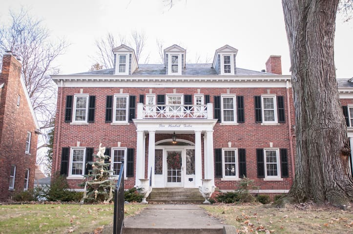 Beautifully Appointed Private Suite - Grosse Pointe - Hus