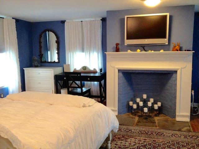 Comfortable quiet  in historic home - Rhinebeck