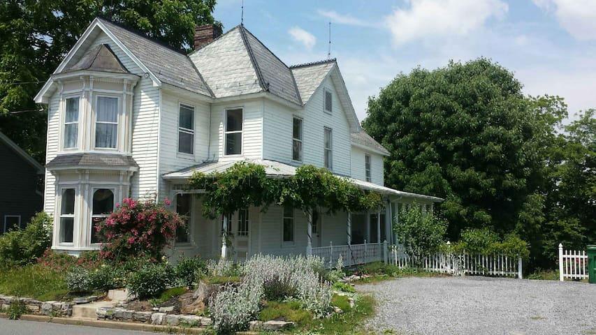 Big Victorian House-Right off I-81-River Access - Mount Crawford - Casa