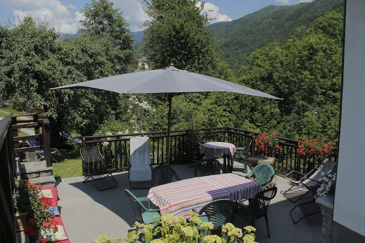 Le Lunelle, sourraunded by the Alps - Mezzenile - Maison