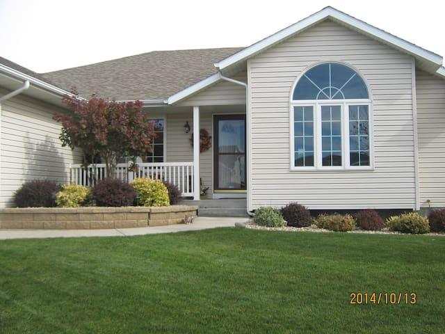 Nice home in Grand Island, NE - Grand Island - Hus