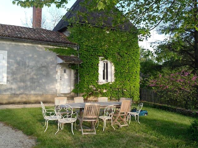 Maison ancienne avec piscine - Saint-Vincent-sur-l'Isle - Casa