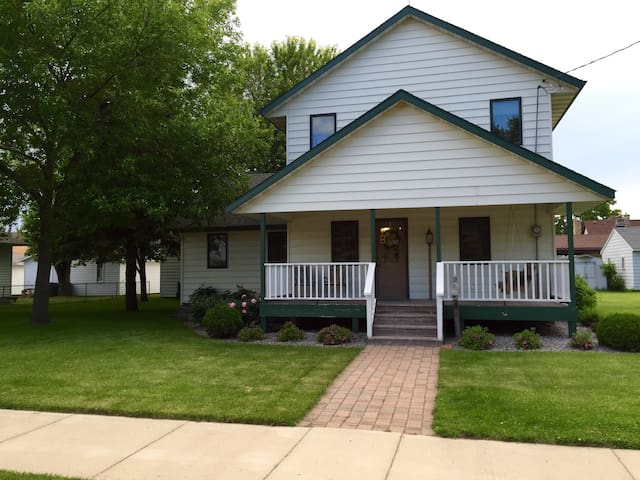 Private room in the center of town! - Waite Park