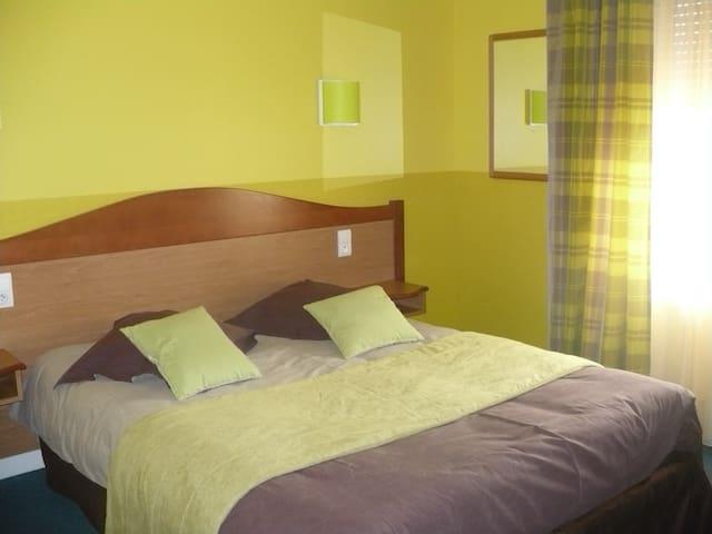 La porte du sommeil - Saint-Pierremont - Bed & Breakfast