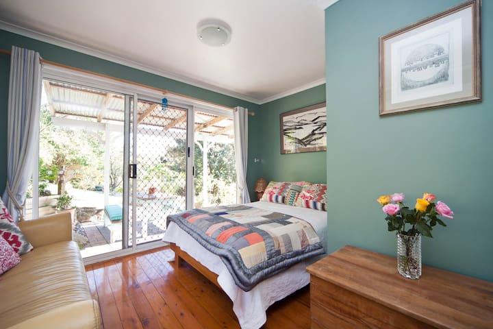 Light filled rooms above the lake - Narrabeen - House