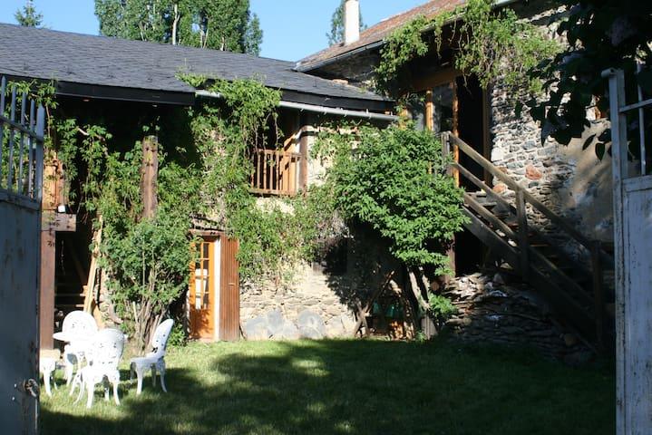 bergerie cerdane avec jardin - Err - Huis
