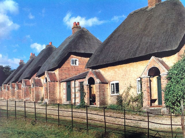 Thatched cottage in rural setting. - West Berkshire - 小木屋