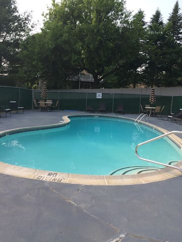 Condo, Pool and Downtown too! - Portsmouth - Appartement en résidence